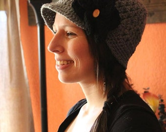 Woman's newsboy hat with detachable flower
