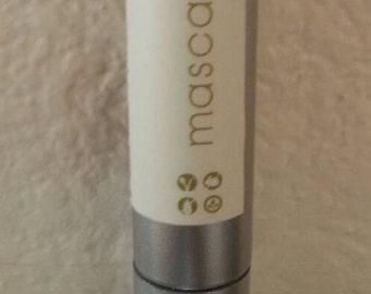 black vegan mascara