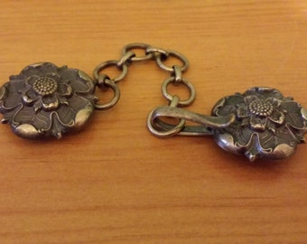 Reproduction Rose Cloak Clasp w/Chain