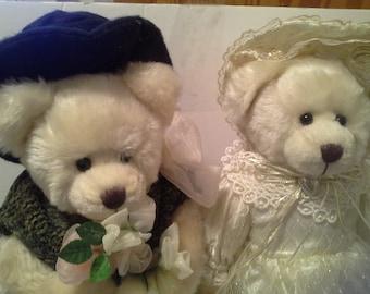 Mr and Mrs Bear....very cute bears