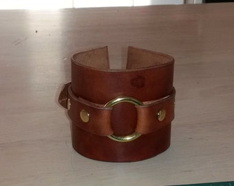 Leather bracelet, with brass rings and studs, choose color and hardware