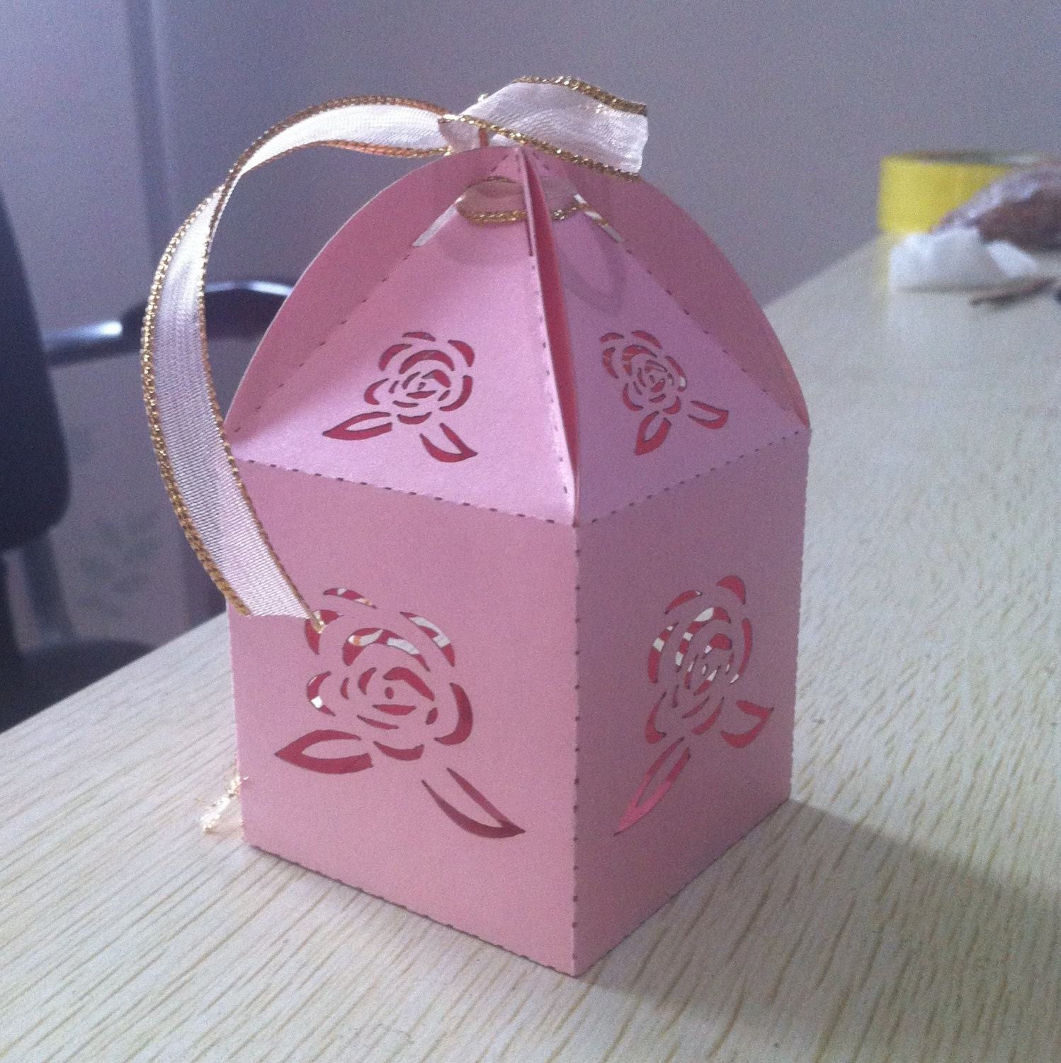 100pcs Rose Design Wedding favors,rustic wedding favor boxes with ...