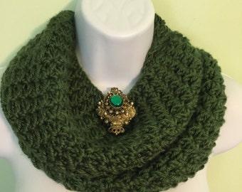 Silky/soft & warm deep green cowl