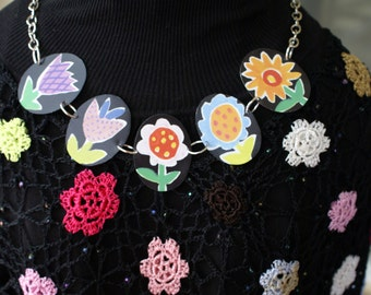 Festive flowers tin necklace