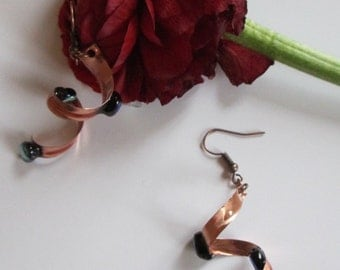 Spiral copper earrings with czech glass beads