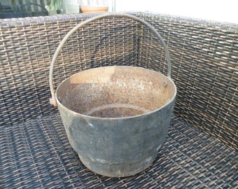 Heavy iron cauldron/pot