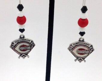 1 Pair - Cincinnati Reds Theme Dangle Beaded Earrings Brass Ear wire Kidney Style EAR0052
