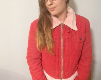 Vintage Levi's cord and borg faux sheepskin zip Sherpa cherry red and baby pink jacket size m. Perfect for fall! Cosy and cute!