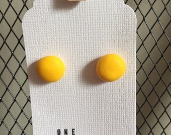 Simples Canary Yellow studs