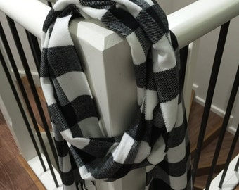 Woven Cashmere Feel Plaid Scarf.Black/White