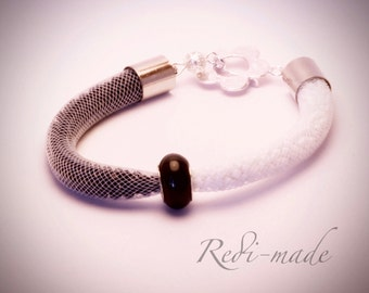 Bracelet - Stardust mesh with two coloured seed beads and a charm bead (#259505)