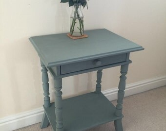 Gorgeous side table with drawer
