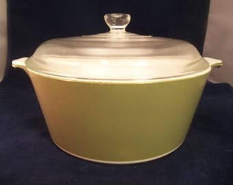 Corning  Ware Avocado Green 2 1/2 Qt Round Saucepan with Clear Lid