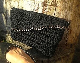 trapillo crochet clutch