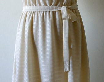White dress with Ruffles size 40 Vintage 80 s
