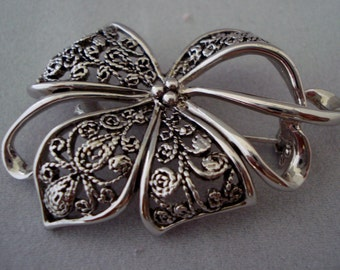 Retro Bow brooch