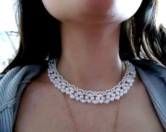 Necklace of beads (pearl)