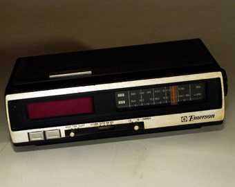 """Vintage """"Emerson"""" Alarm/Clock Radio (RED)"""