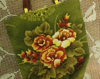 Wooden handled vintage barkcloth handbag