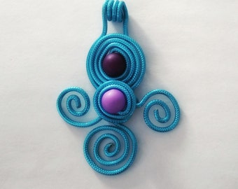 Pendants made of aluminium wire with colorful beads