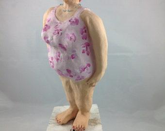 Ceramic figurine - Kunigunde on wooden base