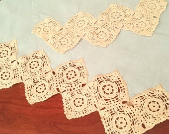 Pair of towels with lace border