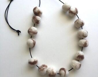 DoriDango : marble wool felt beads necklace, adjustable and light.