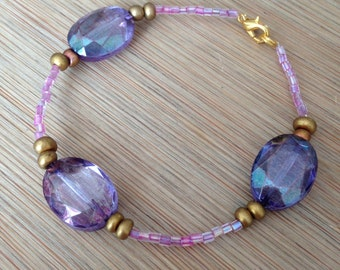 Very elegant bracelet of pink glass beads and big purple/lila beads