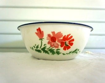 Vintage Enamel Bowl / Flower Pattern / Farmhouse Decor