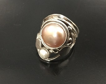 Ring Pearl Pink and White Pearl in Sterling Silver Pink & White Pearl sterling silver ring size eur 50 size us 5.25 swiss 10