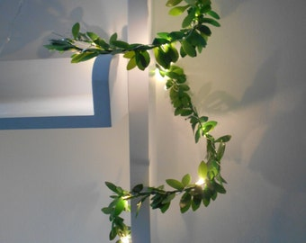 Leaf Wire Garland With Mini LED - 2m or 3m Fairy String Lights - Battery Operated -Indoor - Green Leaves Bedroom Nursery Wedding Decoration