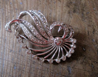 old brooch in rhinestone 1950.1960. Vintage France.made in france