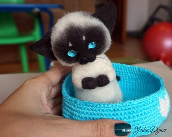 Needle felted Siamese cat. Сute kitten. Miniature sculpture  cat. Art doll. Felt toy Siamese cat. As a gift. Realistic Siamese cat