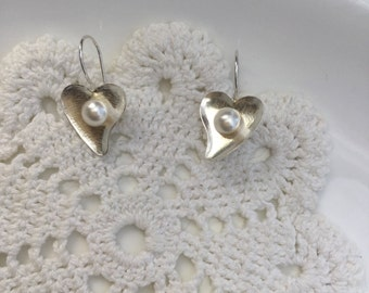 925 Sterling Silver heart with pearl earrings