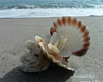 Flowers with shells, artistic composition, in shells decorations, white, sea shell home decor, Sardinia, Made in Italy