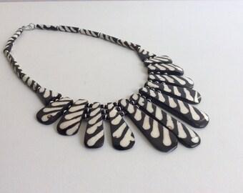 Halskette aus Kuhknochen