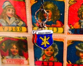 Vintage DUTCH CREST NECKLACE Tiny Enameled Shield Charms Zandvoort Wijik Zee Geniekamp Maarn