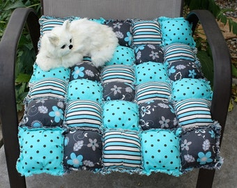 ON SALE----Puffy Quilt, Puffy Cat Blanket, Luxury Cat Bed, Pet Quilt, Turquoise Pet Blanket, Puffy Pet Pad, Biscuit Quilt, Dog Blanket