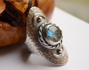 Labradorite Saddle Ring Handmade in Sterling Silver, Boho Style Metalwork Ring, Modern Rustic Silver Ring