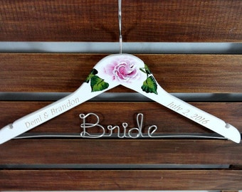 Wedding Dress Hangers Engraved Hand Painted Flowers White Wooden Hangers Personalized Wire Names Wedding Photo Props