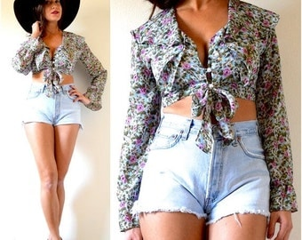 SUMMER SALE / 20% off Vintage 80s 90s Floral Ruffled Collar Long Sleeved Crop Top (size small, medium)
