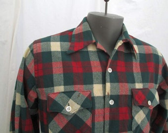 Vintage 40s Shirt Wool plaid 40s Distressed hunting shirt Red plaid wool shirt Green tartan plaid Game and Lake Sportswear plaid shirt S