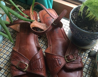 CHIC 70s 80s Vintage Thom McAn  Woven brown Leather Sandals shoes
