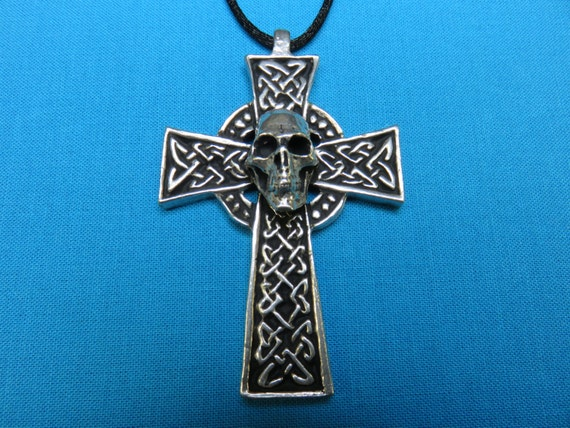 Skull on Large Traditional Celtic Cross, handcast in Silver Pewter STK051