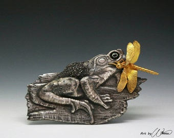 Lunch - silver frog nature dragonfly gold pmc chasing repusse granulation enamel copper brooch hungry appetite eat food capture hunter