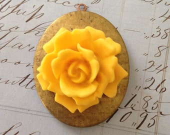 Large Yellow Resin Roses (3)