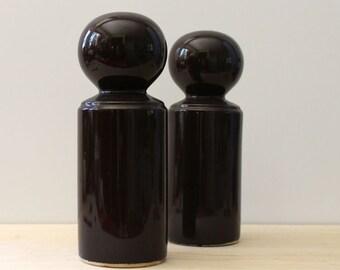 Vintage Knobler ceramic salt and pepper shakers, Japan.