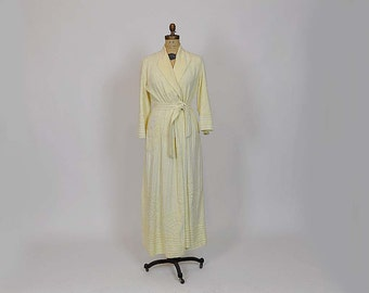 40s robe /  Vintage Chenille Robe 1940's Deco Robe