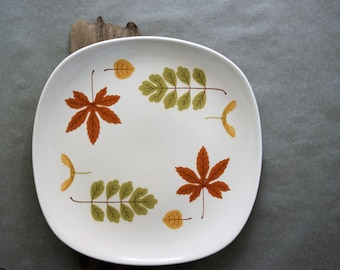 Vintage Poppytrail Dinner Plate in the Indian Summer Pattern Fall Dining Autumn Leaves Mid Century Modern Design Metlox China