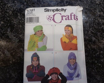 Simplicity 5781 crafts fleece accessories pattern